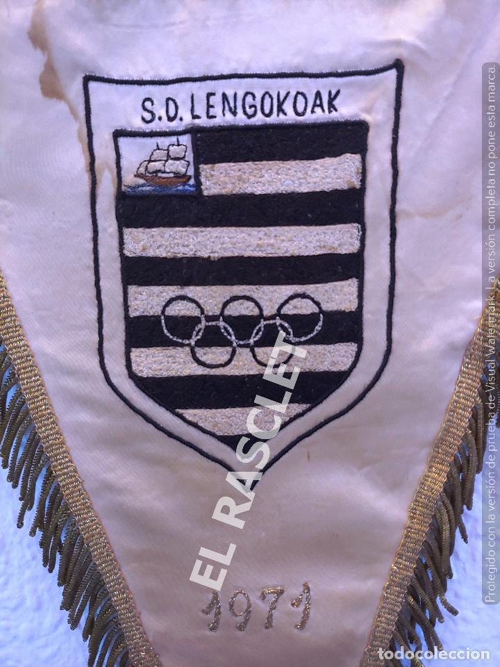 Coleccionismo deportivo: ANTIGÜO BANDERIN - S.D. LENGOKOAK - EN HONOR AL JUGADOR ENTRENADOR DE FUTBOL ENRIQUE BESCOS MANBRONA - Foto 4 - 212619471
