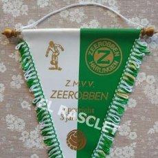 Coleccionismo deportivo: ANTIGÜO BANDERIN - FOOTBALL - Z.M.V.V. ZEEROBBEN - ENERO 1953. Lote 212620501