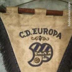 Coleccionismo deportivo: BANDERÍN BORDADO DEL C.D. EUROPA DEL AÑO 1949. Lote 212962503