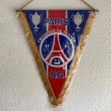 Collectionnisme sportif: BANDERIN FUTBOL PARIS SAINT GERMAIN CHAMPION DE FRANCE RARO AÑOS 80 PENNANT. Lote 214553727