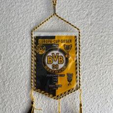 Collezionismo sportivo: BANDERÍN FUTBOL BVB 09 DORTMUND - EUROPA POKAL SIEGER 1966 - RARE PENNANT. Lote 214562930