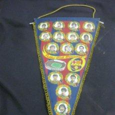 Coleccionismo deportivo: BANDERIN FUTBOL CLUB BARCELONA TEMPORADA 1986-87. MARCOS, LINEKER, HUGHES, ROJO, ZUBIZARRETA...... Lote 215700912