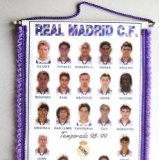 Collectionnisme sportif: BANDERIN REAL MADRID 1998 1999 JUGADORES PENNANT WIMPEL FANION GRANDE BIG 50X32. Lote 218027370