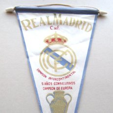Coleccionismo deportivo: BANDERIN REAL MADRID ORIGINAL 1960 INTERCONTINENTAL + 5 C.E PENNANT WIMPEL 40X24. Lote 218027601