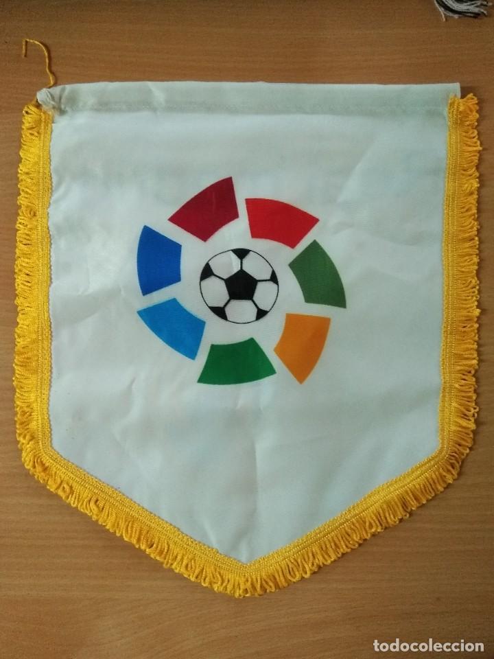 Coleccionismo deportivo: LOTE DE ESTANDARTE Y BANDERA DEL REAL MADRID - Foto 4 - 218694757