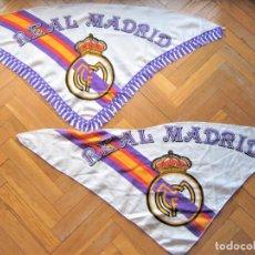 Coleccionismo deportivo: SET 2 BANDERA FLAG PAÑUELO REAL MADRID 94 X 48 TRIANGULAR BIEN CONSERVADAS FLAGGE DRAPEAU R28. Lote 219282831