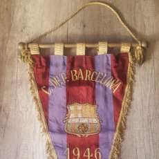 Coleccionismo deportivo: BANDERÍN BORDADO FC BARCELONA 1946. Lote 212962292