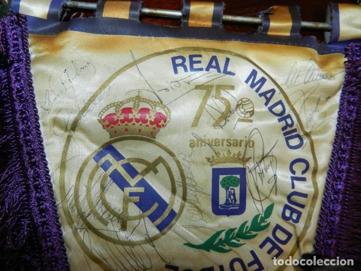 Coleccionismo deportivo: BANDERIN 75 ANIVERSARIO 1902-1977 REAL MADRID CLUB DE FUTBOL, FIRMADO POR LA PLANTILLA, SE VE LA DE - Foto 3 - 219627061