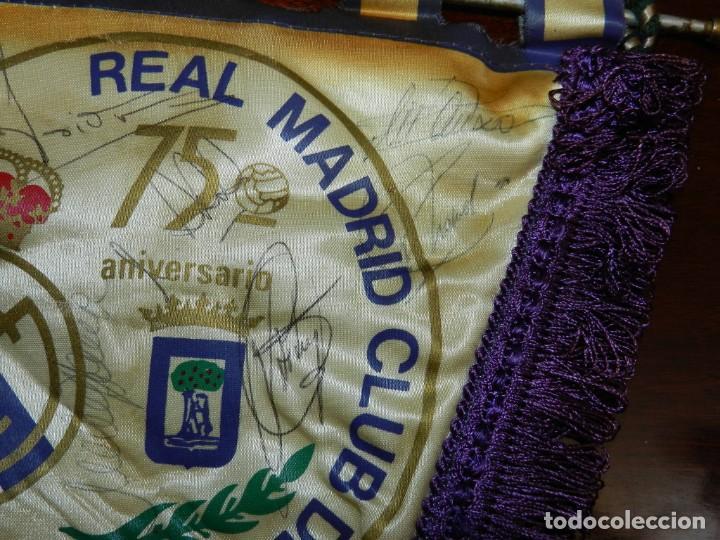 Coleccionismo deportivo: BANDERIN 75 ANIVERSARIO 1902-1977 REAL MADRID CLUB DE FUTBOL, FIRMADO POR LA PLANTILLA, SE VE LA DE - Foto 4 - 219627061