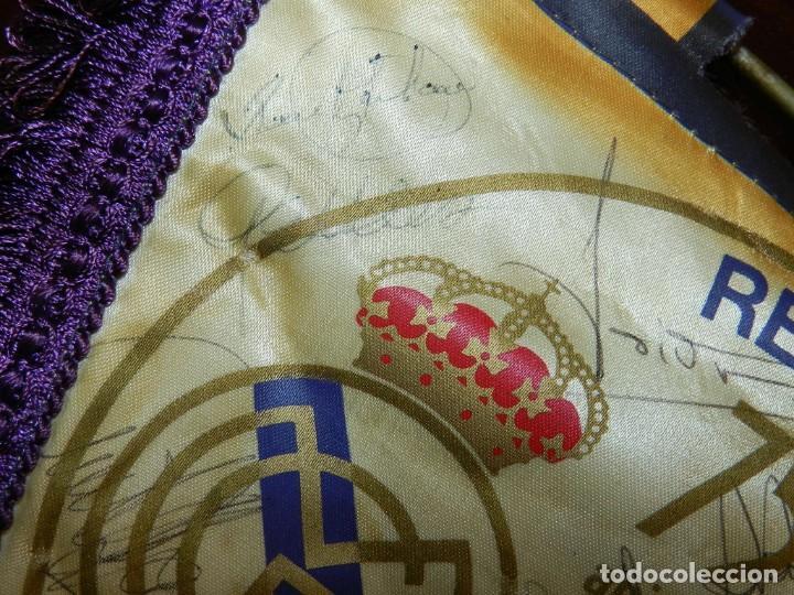 Coleccionismo deportivo: BANDERIN 75 ANIVERSARIO 1902-1977 REAL MADRID CLUB DE FUTBOL, FIRMADO POR LA PLANTILLA, SE VE LA DE - Foto 8 - 219627061