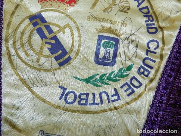 Coleccionismo deportivo: BANDERIN 75 ANIVERSARIO 1902-1977 REAL MADRID CLUB DE FUTBOL, FIRMADO POR LA PLANTILLA, SE VE LA DE - Foto 9 - 219627061