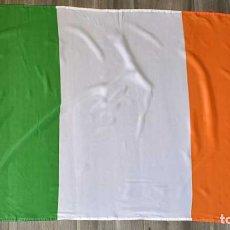 Coleccionismo deportivo: BANDERA DE IRLANDA CON OJALES. Lote 222154166