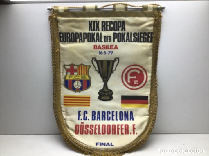 BANDERIN XIX RECOPA EUROPAPOKAL BASILEA 1979 - F.C.BARCELONA-DUSSELDORFER.F (Coleccionismo Deportivo - Banderas y Banderines de Fútbol)