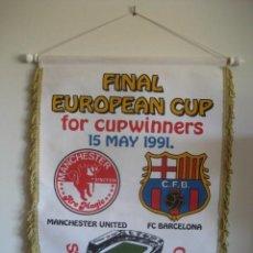 Coleccionismo deportivo: BANDERIN FINAL EUROPEA CAMPEONES DE COPA 1991. MANCHESTER UNITED - F.C. BARCELONA. ESTADIO FEYENOORD. Lote 223045888
