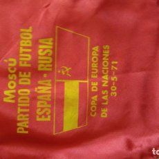 Collectionnisme sportif: PAÑUELO PARTIDO FUTBOL ESPAÑA RUSIA 1971 BANDERA COMUNISTA. Lote 224737066