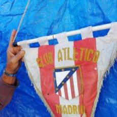 Coleccionismo deportivo: ANTIGUO BANDERIN DEL CLUB ATLÉTICO MADRID..TAMAÑO GRANDE... Lote 230031765