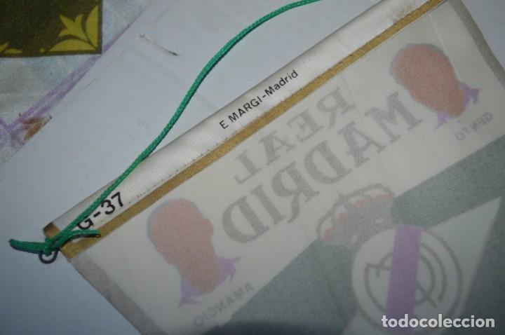 Coleccionismo deportivo: Antiguo, años 60 - BANDERIN ORIGINAL - Con la gloriosa plantilla del REAL MADRID ¡Muy difícil, MIRA! - Foto 7 - 230275060