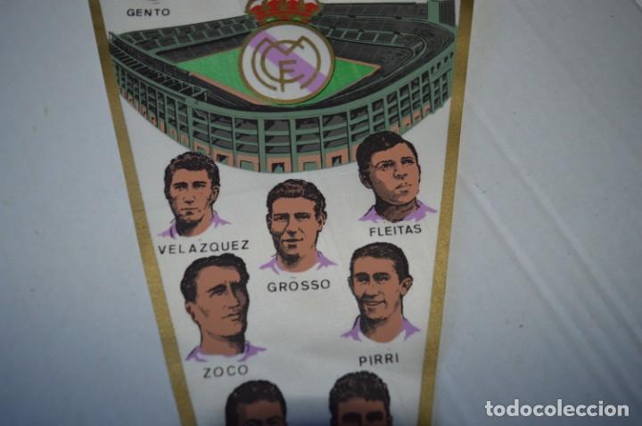 Coleccionismo deportivo: Antiguo, años 60 - BANDERIN ORIGINAL - Con la gloriosa plantilla del REAL MADRID ¡Muy difícil, MIRA! - Foto 3 - 230275060