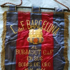 Collectionnisme sportif: ANTIGUO BANDERIN C.F BARCELONA AL BURJASOT F.C. AÑOS 60. Lote 232158175