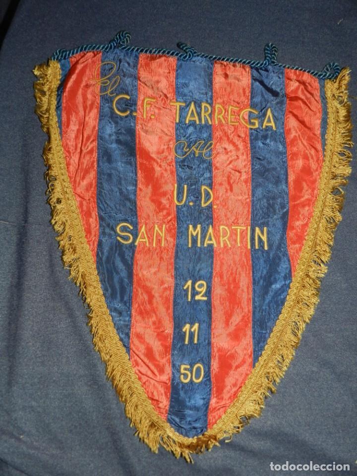 (M) BANDERIN BORDADO DE FÚTBOL - C.F. TÁRREGA AL U.D. SAN MARTÍN 12-11-1950, 44X36CM (Coleccionismo Deportivo - Banderas y Banderines de Fútbol)