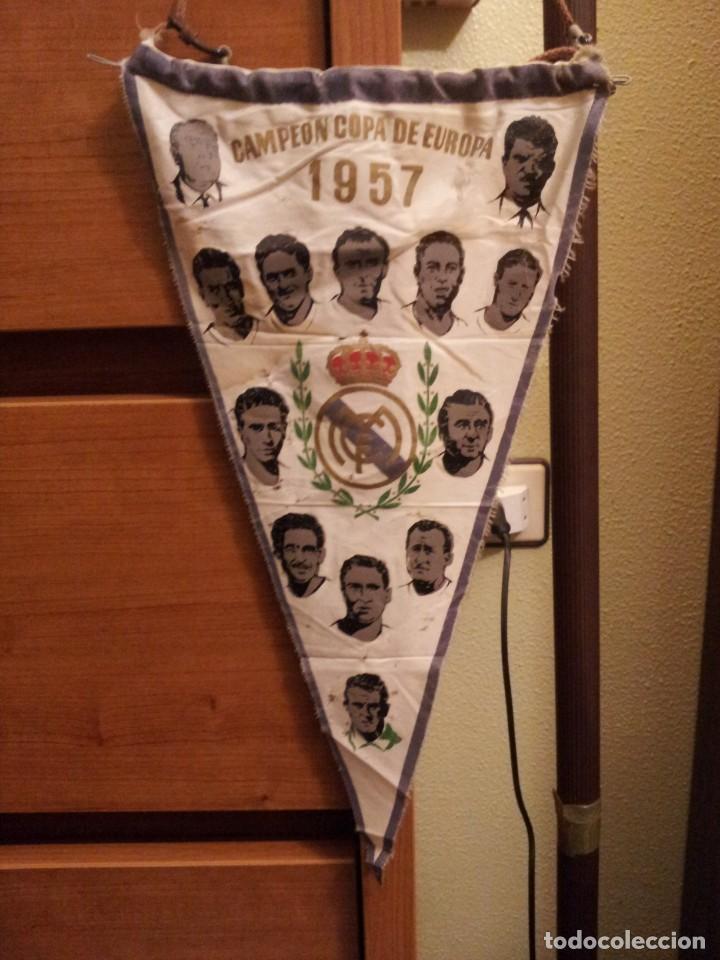 """BANDERÍN """"REAL MADRID CAMPEÓN DE EUROPA AÑO 1957"""" (DI STEFANO-RIAL-MUÑOZ - COPA -RIAL .....).) (Coleccionismo Deportivo - Banderas y Banderines de Fútbol)"""
