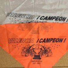 Coleccionismo deportivo: LOTE 2 BANDERAS DEL VALENCIA CF FUTBOL CAMPEON DE LIGA 2001 2002 MESTALLA ANIMACION COPA. Lote 237695850