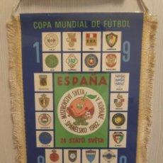 Collectionnisme sportif: ESPANA 82 FIFA WORLD CUP NARANJITO LA MASCOTA ANTIQUO FUTBOL BANDERIN VINTAGE PENNANT. Lote 237919855