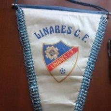 Coleccionismo deportivo: LINARES CF BANDERIN PENNANT FOOTBALL FUTBOL BANDERIN BANDERIOLA. Lote 243879050