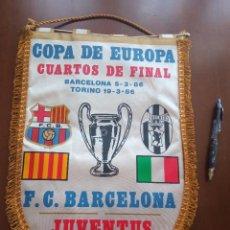 Coleccionismo deportivo: JUVENTUS CALCIO FC FC BARCELONA 1986 BANDERIN PENNANT FOOTBALL FUTBOL BANDERIN BANDERIOLA. Lote 243887665