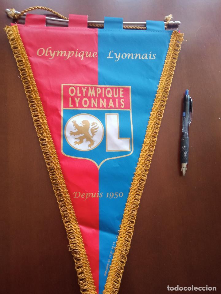 OLYMPIQUE LYON BANDERIN PENNANT FOOTBALL FUTBOL BANDERIN BANDERIOLA (Coleccionismo Deportivo - Banderas y Banderines de Fútbol)