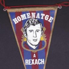 Coleccionismo deportivo: BANDERIN HOMENAJE CARLOS REXACH F.C. BARCELONA 1981. Lote 244540170