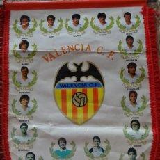 Coleccionismo deportivo: GRAN BANDERÍN DEL VALENCIA CLUB DE FÚTBOL. TEMPORADA LIGA 1988 1989. 43CM. Lote 244741400