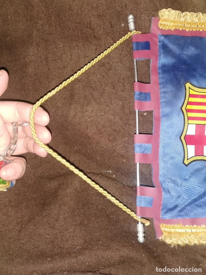 Coleccionismo deportivo: Banderín oficial del fútbol club Barcelona y llavero - Foto 4 - 247239245