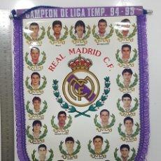 Coleccionismo deportivo: BANDERÍN REAL MADRID CAMPEON LIGA TEMP 94 - 95 1994 1995 31 X 43 CM RAUL,BUTRAGUEÑO,LAUDRUP,BUYO. Lote 249557070