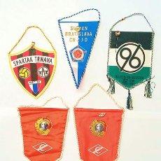 Coleccionismo deportivo: LOTE DE BANDERINES DE LOS AÑOS 80, (EPOCA SOVIETICA) INCLUYEN LAS INSIGNIAS DE CADA EQUIPO. Lote 253866140