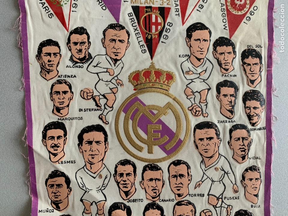 Coleccionismo deportivo: Banderín .REAL MADRID. CAMPEÓN COPA DE EUROPA -PENTACAMPEON editado con los NOMBRES de los JUGADORES - Foto 3 - 254026735