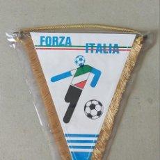 Coleccionismo deportivo: BANDERIN DE FUTBOL (35X30) MUNDIAL ITALIA 90. FORZA ITALIA / ITALIA 1990. Lote 256160385