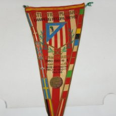 Coleccionismo deportivo: BANDERIN AT MADRID CAMPEON RECOPA 1961 / 1962 36 CENTIMETROS. Lote 262049360