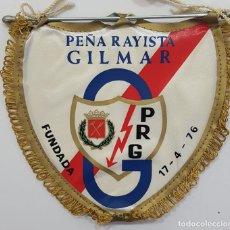 Coleccionismo deportivo: BANDERÍN RAYO VALLECANO PEÑA RAYISTA GILMAR 17-4-76. MEDIDAS 14 X 14 CM. Lote 265097764
