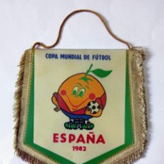 Coleccionismo deportivo: BANDERÍN COPA MUNDIAL DE FÚTBOL ESPAÑA 1982 '82 - NARANJITO - PERFECTO ESTADO. Lote 266076373