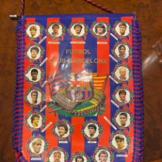 Coleccionismo deportivo: BANDERIN FUTBOL CLUB BARCELONA PLANTILLA GANO COPA DE EUROPA HIMNO EN LA PARTE POSTERIOR BUEN ESTADO. Lote 267422449