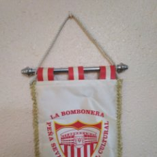 Coleccionismo deportivo: BANDERIN LA BOMBONERA PEÑA SEVILLISTA SOCIAL CULTURAL 1999. Lote 267522874