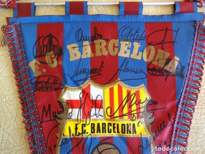 Coleccionismo deportivo: banderin barça firmado plantilla temporada 82 - 83 barcelona tamaño grande diego armando maradona - Foto 2 - 268921344