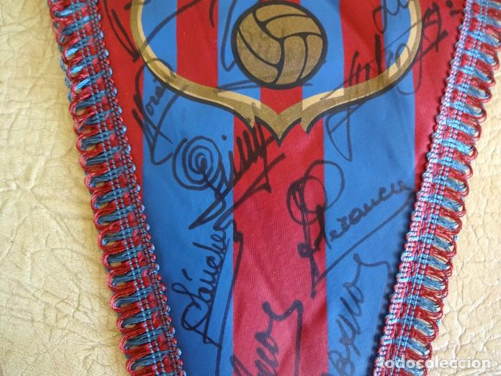Coleccionismo deportivo: banderin barça firmado plantilla temporada 82 - 83 barcelona tamaño grande diego armando maradona - Foto 4 - 268921344