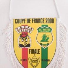 Coleccionismo deportivo: COUPE DE FRANCE 2000 CALAIS RUFC VS FC NANTES BANDERIN FUTBOL PENNANT. Lote 268997254
