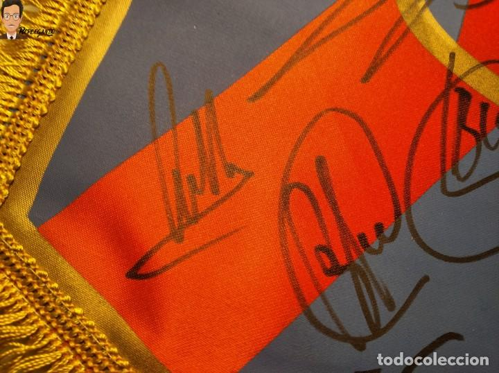 Coleccionismo deportivo: BANDERÍN FIRMADO F.C. BARCELONA - AUTÓGRAFOS 96 / 97 - RONALDO FIGO GUARDIOLA STOICHKOV ... (BARÇA) - Foto 12 - 269119663