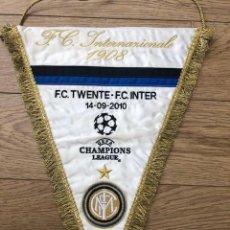 Coleccionismo deportivo: BANDERIN BORDADO E ORIGINAL FC TWENTE VS FC INTERNAZIONALE MILANO CL 14-09-2010 (41CM X 34CM). Lote 269233058