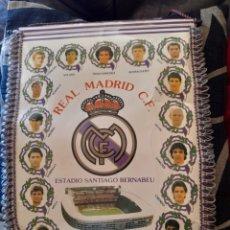 Coleccionismo deportivo: AMTIGUO BANDERIN DEL REAL MADRID. Lote 273454533