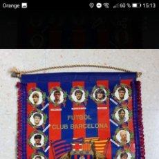 Coleccionismo deportivo: BANDERIN FUTBOL FC BARCELONA AÑOS 90 TRICAMPIONS 44X30CM. Lote 278478853