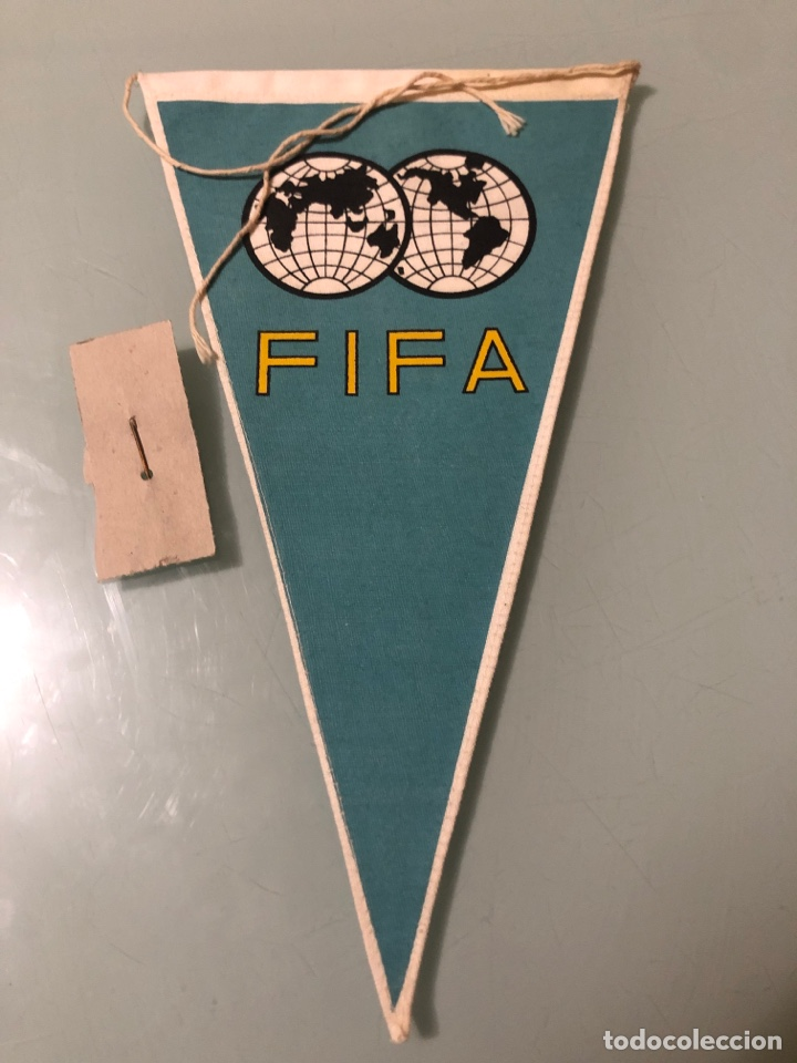 Coleccionismo deportivo: 1970 Mundial Mexico lote de insignia y banderin oficial - Foto 3 - 288135003